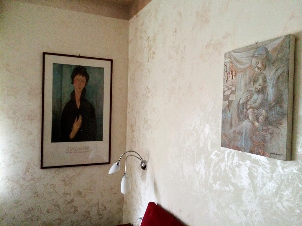 Pitturare pareti interne pitture pareti interne gallery for Effetto spugnato pareti foto
